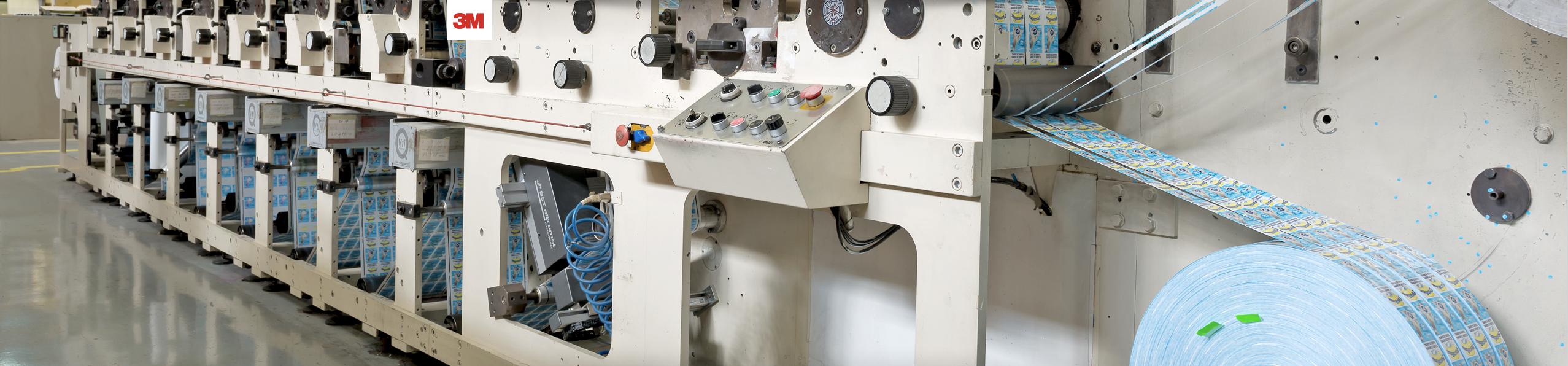 Equip 3000 dispone de maquinaria Flexo U/V para la impresión de etiquetas de hasta 13 colores